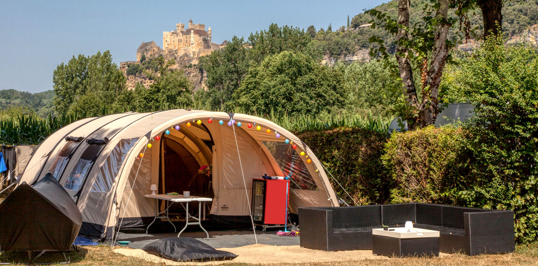 Tente Safari avec vue sur le chateau de Beynac